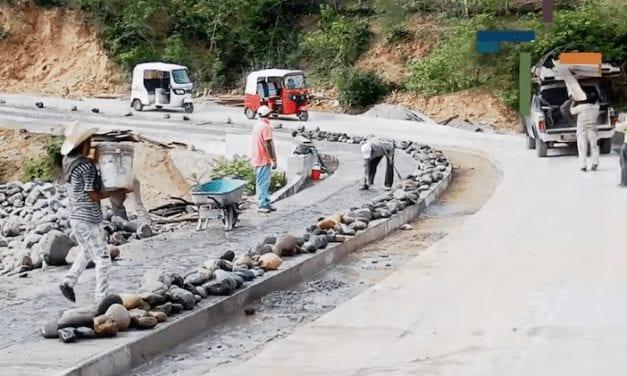 SCT continúa con pavimentación de caminos