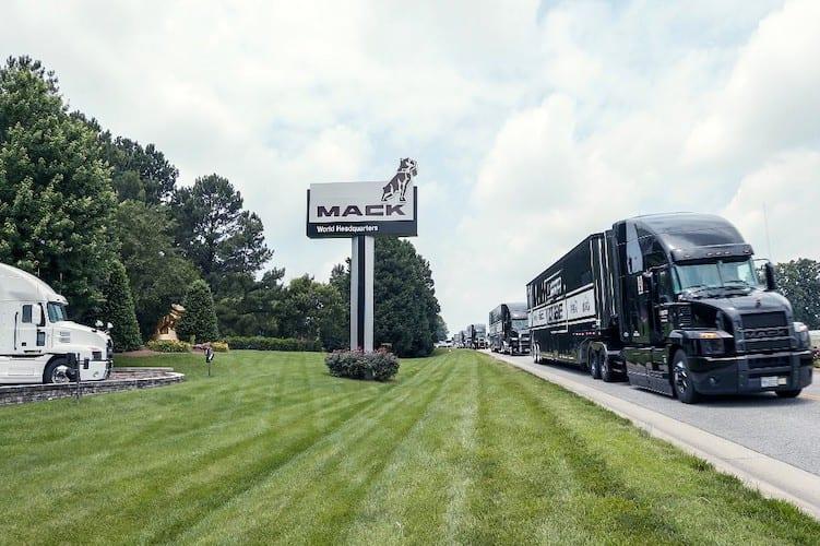 Reconocen Mack y NASCAR a los operadores