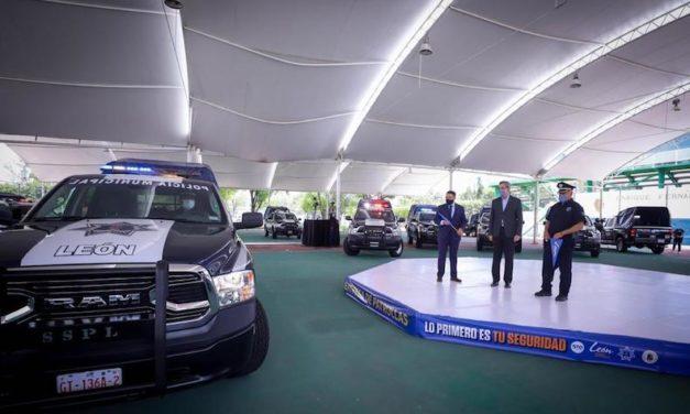 Estrenan 18 patrullas pickup en León