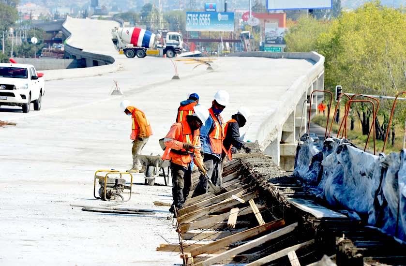 89- de avance autopista urbana Siervo de la Nación
