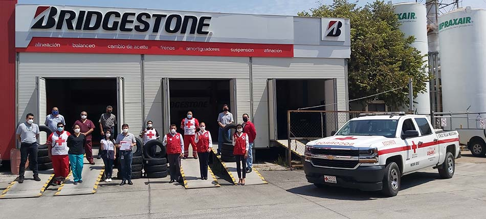 Bridgestone apoya a la Cruz Roja con llantas nuevas