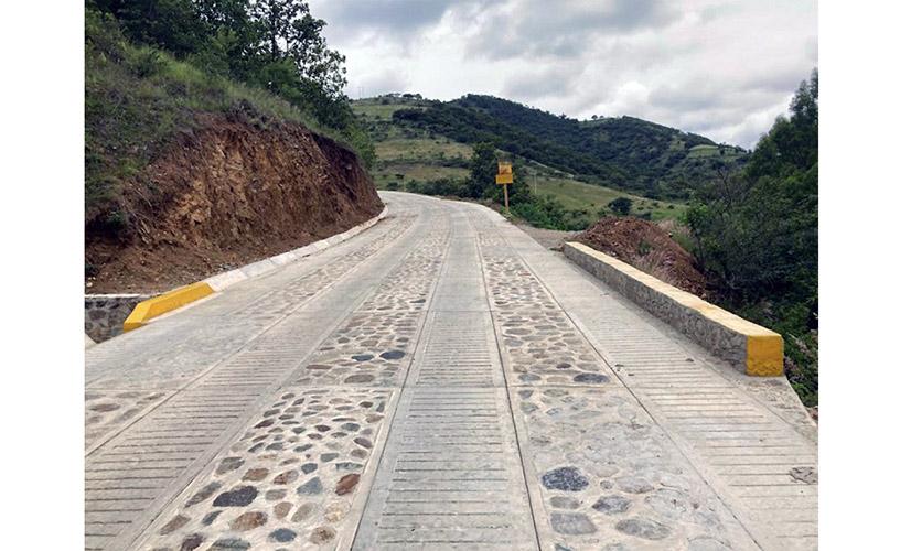 58 nuevos caminos se han construido en Oaxaca