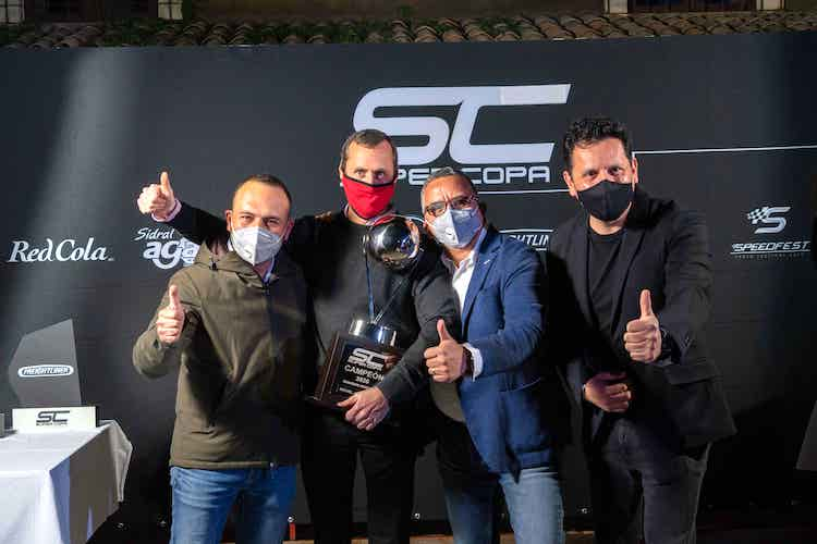 Axalta Racing Team gana la Copa Mercedes-Benz