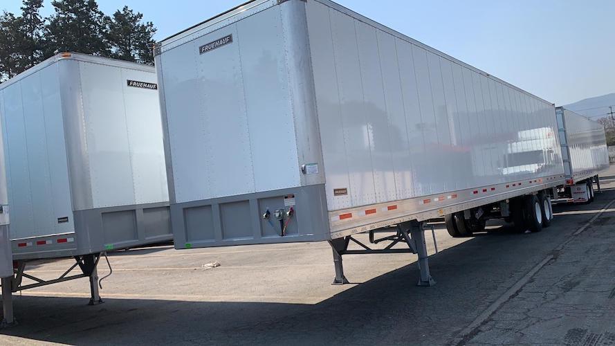 FRUEHAUF entrega 120 cajas secas a STI