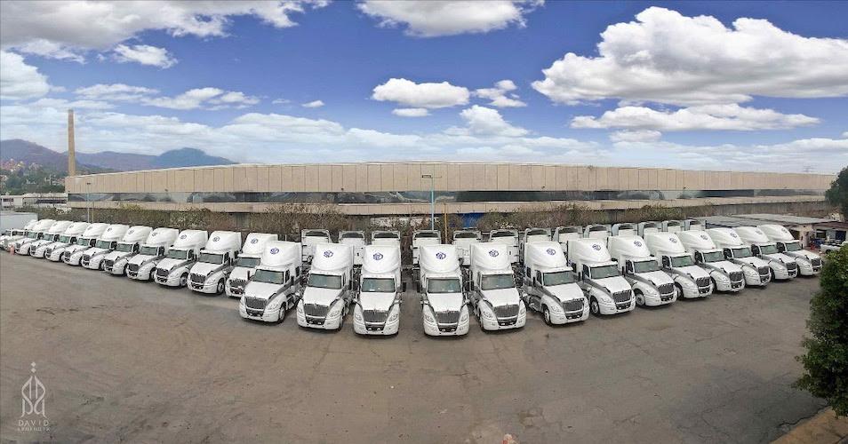 Kimberly-Clark de México recibe 65 tractos LT