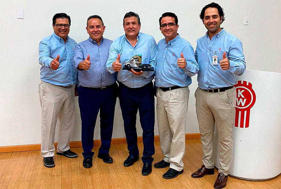 Kenworth Mexicana reconoce gestión de presidente de la CANACAR