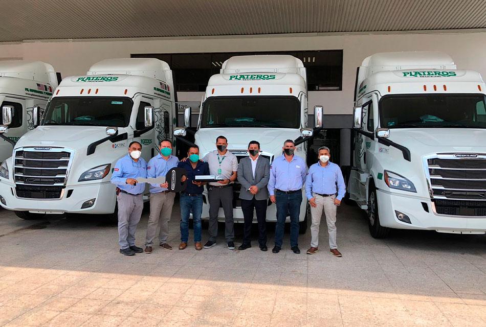 Plateros Trucking recibe 10 Cascadia de Freightliner