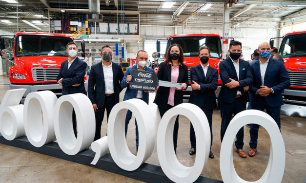 Celebran unidad 600 mil de Daimler Planta Santiago