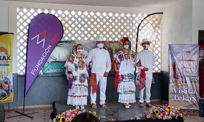 Feria artesanal en terminal de Autobuses Mayab
