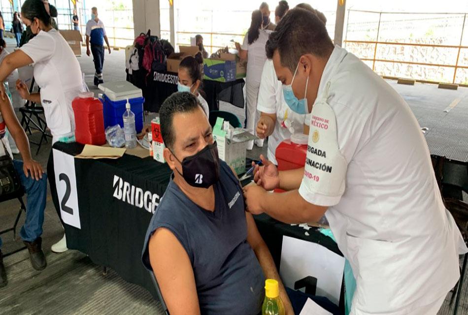 Vacunación en planta de Bridgestone en Cuernavaca