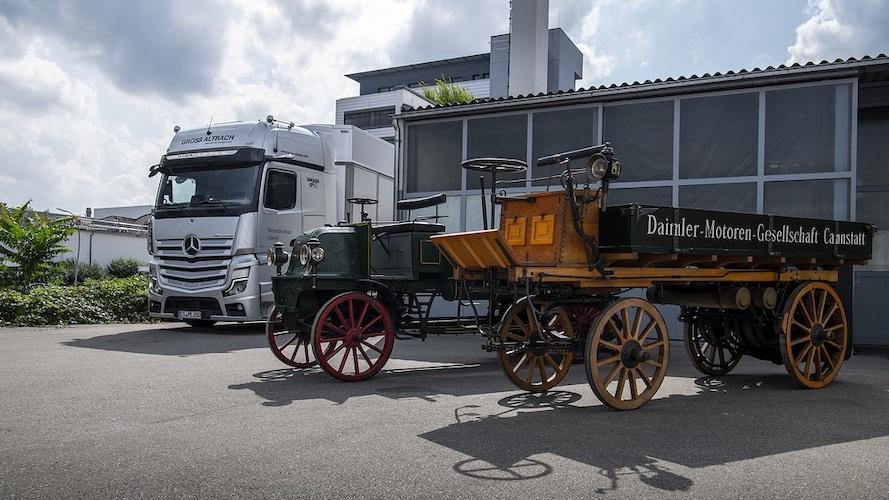 125 aniversario del camión celebraMercedes-Benz