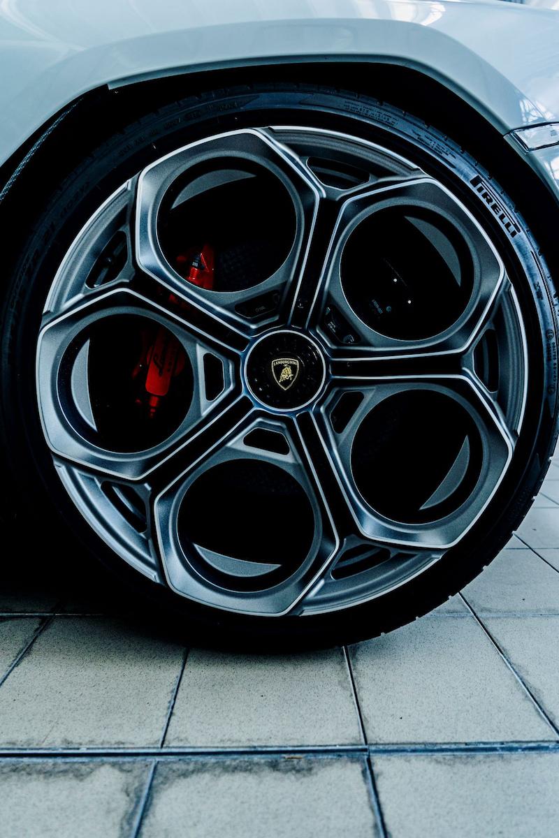 50 años de Pirelli y Lamborghini Countach-2