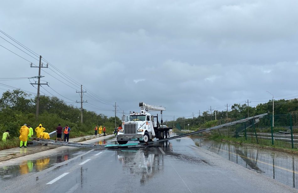Por huracán Olaf, SCT atiende afectaciones